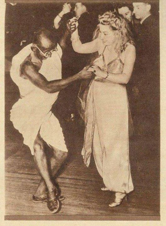 mahatma_gandhi_dancing_with lady